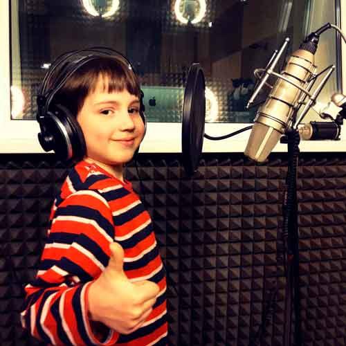 Костя записывает гимн школы